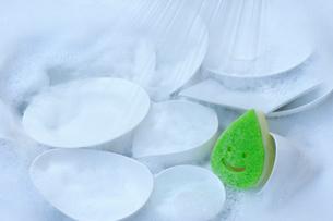 食器洗いとスポンジの写真素材 [FYI01607882]