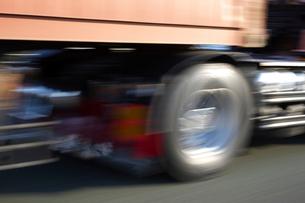 高速道路のスピード感の写真素材 [FYI01607965]
