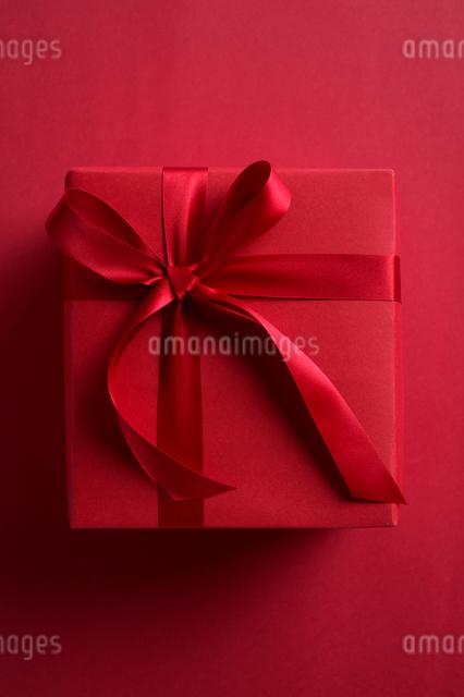 リボンのかかったプレゼントの写真素材 [FYI01608067]