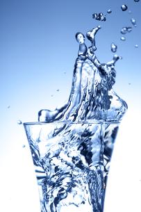 グラスと水の写真素材 [FYI01608466]