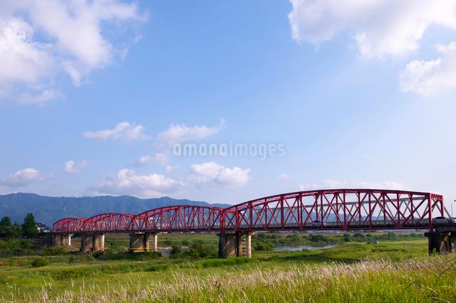 筑後川橋と耳納連山の写真素材 [FYI01608596]