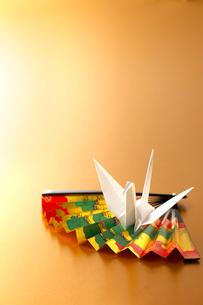 折り鶴と扇子の写真素材 [FYI01608759]