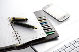 万年筆と手帳の写真素材 [FYI01608884]