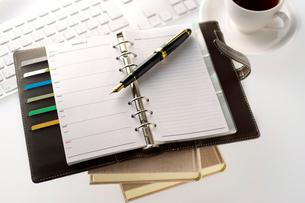 手帳と万年筆の写真素材 [FYI01608943]