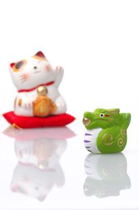 辰と招き猫の写真素材 [FYI01608956]