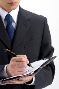 スケジュールを書くビジネスマンの写真素材 [FYI01608958]