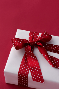リボンのかかったプレゼントの写真素材 [FYI01608986]