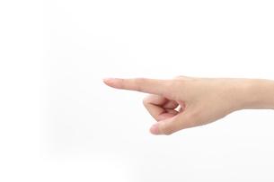 指指す女性の手の写真素材 [FYI01609007]
