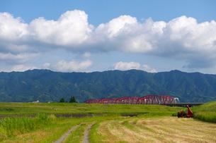 筑後川橋と耳納連山の写真素材 [FYI01609138]