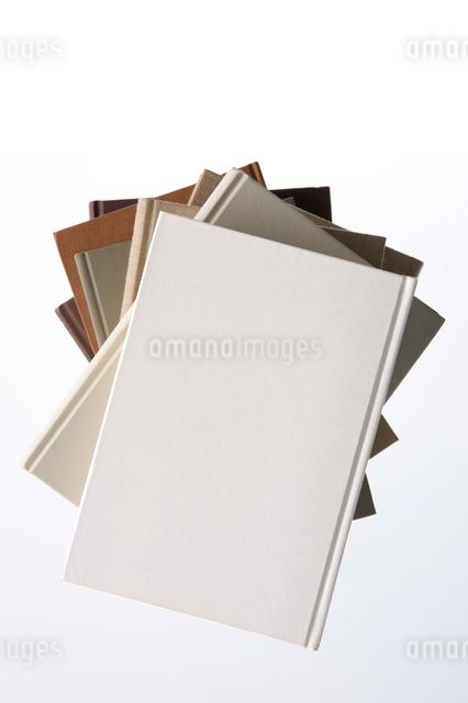 積み上げた本の写真素材 [FYI01609139]
