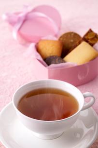 紅茶とクッキーの写真素材 [FYI01609161]