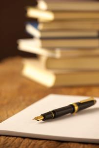手帳と万年筆の写真素材 [FYI01609367]