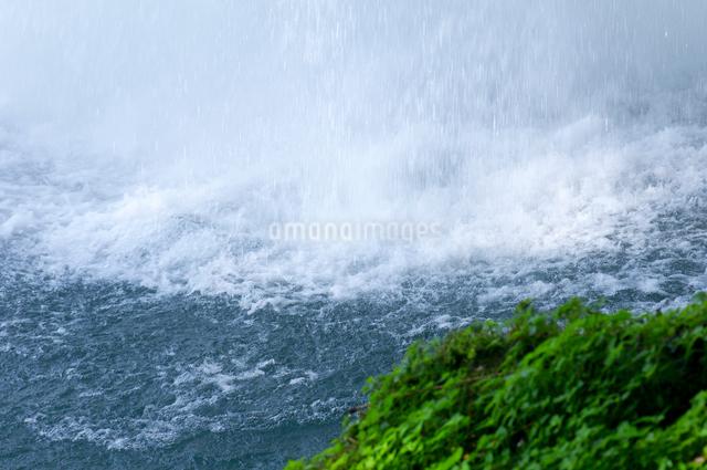 慈恩の滝の水飛沫の写真素材 [FYI01609470]