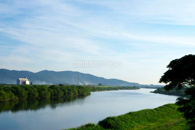 筑後川と耳納連山の写真素材 [FYI01609793]