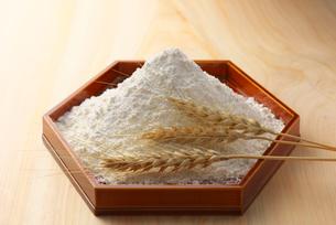 小麦と小麦粉の写真素材 [FYI01609801]