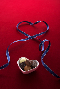 チョコレートとハートの写真素材 [FYI01609856]