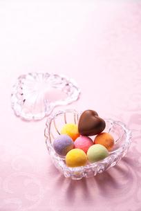 チョコレートとハートの写真素材 [FYI01609947]
