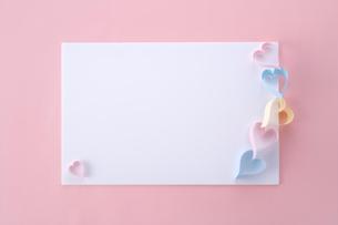 ハートのペーパークラフトの写真素材 [FYI01610134]