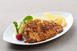 豚肉の生姜焼きの写真素材 [FYI01610335]