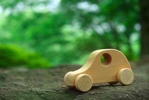 木の車の写真素材 [FYI01610666]