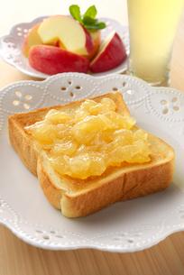 リンゴジャムトーストの写真素材 [FYI01611090]