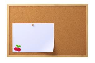 コルクボードとメッセージカードの写真素材 [FYI01611230]