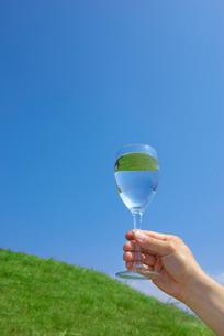グラスと水の写真素材 [FYI01611255]