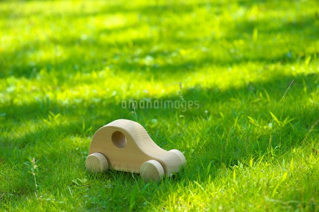 木の車の写真素材 [FYI01611413]