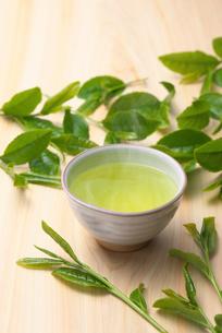 日本茶と茶葉の写真素材 [FYI01611586]