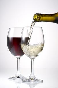 白ワインと赤ワインの写真素材 [FYI01611606]