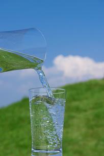 グラスと水の写真素材 [FYI01611615]