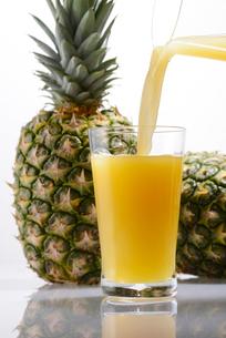 パイナップルジュースの写真素材 [FYI01611679]