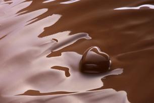 ハートのチョコレートの写真素材 [FYI01612092]