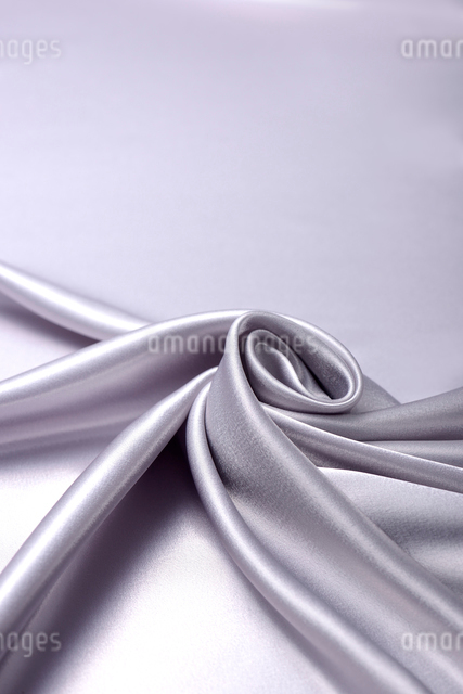 銀色のドレープの写真素材 [FYI01612147]