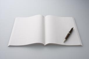 白紙の本の写真素材 [FYI01612220]