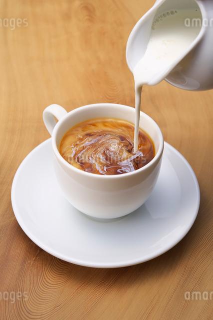 コーヒーとミルクの写真素材 [FYI01612275]