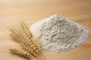 小麦と小麦粉の写真素材 [FYI01612315]