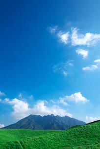 熊本県 箱石峠より根子岳を望むの写真素材 [FYI01612526]