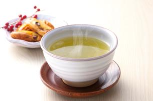 日本茶と和菓子の写真素材 [FYI01612560]