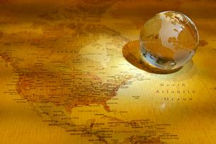 世界地図と地球儀の写真素材 [FYI01612582]