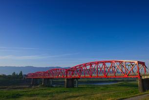 筑後川橋と耳納連山の写真素材 [FYI01612611]
