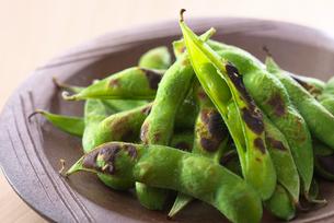 枝豆と日本酒の写真素材 [FYI01612623]