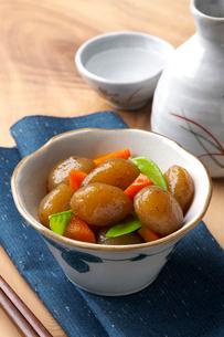 こんにゃくの煮物の写真素材 [FYI01612669]