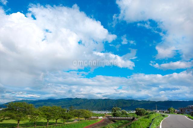 久留米市北野町から耳納連山を望むの写真素材 [FYI01612719]