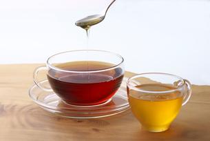 紅茶に蜂蜜の写真素材 [FYI01612748]