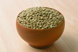 緑レンズ豆の写真素材 [FYI01613136]
