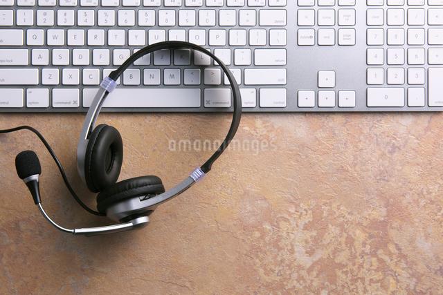インカムとキーボードの写真素材 [FYI01613388]