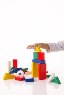 積み木で遊ぶの写真素材 [FYI01613406]