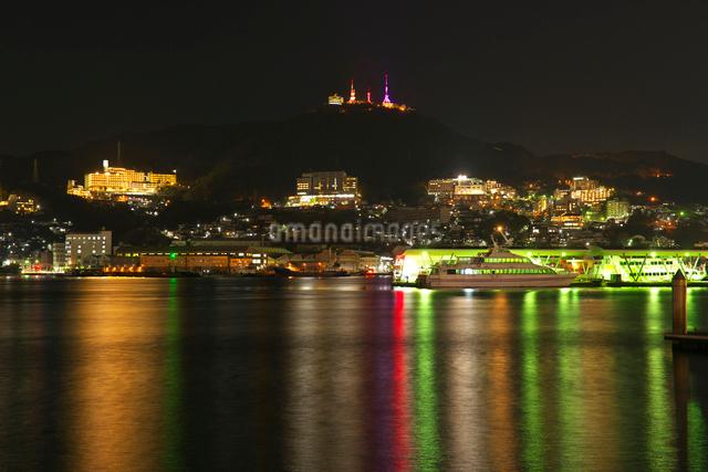 長崎港の夜景の写真素材 [FYI01613488]