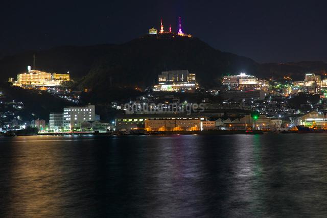 長崎港の夜景の写真素材 [FYI01613498]